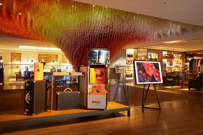 ルイ・ヴィトン 新宿店の展示風景。 ©LOUIS VUITTON / YUME