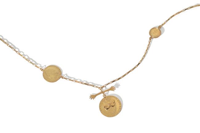 マルチコインネックレス ¥46,000/ともにBecca Jewellery(ユナイテッドアローズ 原宿本店 03-3479-8180)