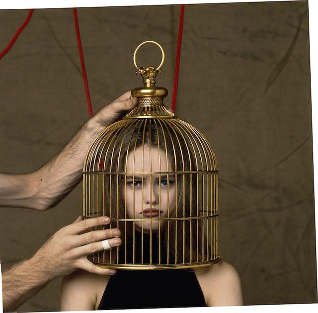ヴァネッサ・パラディを起用したシャネル「ココ」の広告ヴィジュアル(1993年)<br /> Vanessa Paradis for Coco, Photographic portrait, Paris, 1993 © JEAN-PAUL GOUDE