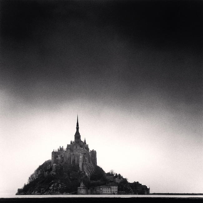 『Mont St. Michel, France.』 (1991) )  © Michael Kenna / RAM