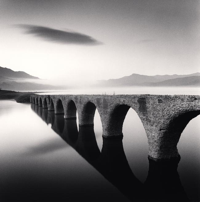 『Taushubetsu Bridge, Nukabira, Hokkaido, Japan.』 (2008)  © Michael Kenna / RAM