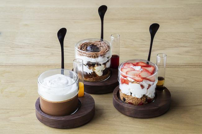左から「大人のチョコレートプリン」¥1,400、「モンブランパフェ」¥1,500、「季節の果実ヨーグルトクリームパフェ」¥1,500