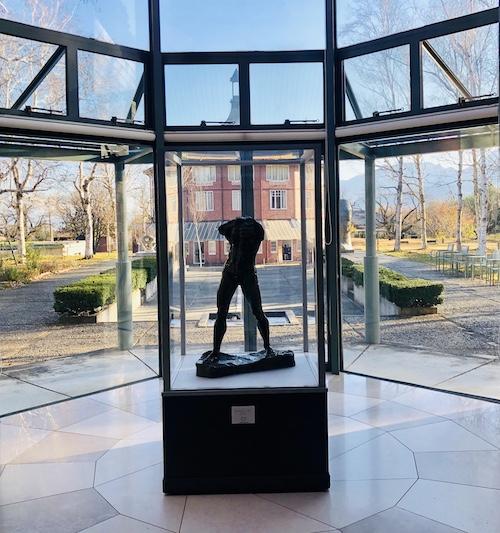 オーギュスト・ロダンの彫刻「歩く男」