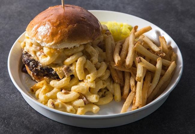 「Mac'n cheeseバーガー」¥1,600