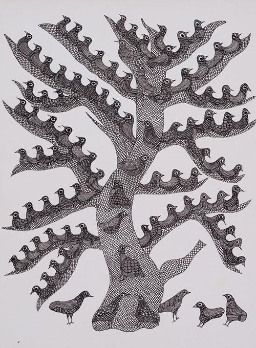 『夜の木』より、小鳥のような実をつける「ドゥーマルの木」の原画。ゴンド族の画家が描いた絵に色を施し、黒い紙にシルクスクリーンで刷り上げることで、驚くほど豊かな風合いが生まれる。