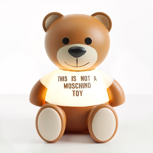 「トイ|TOY」(W26×D25×H31cm、ポリエチレン)¥32,900