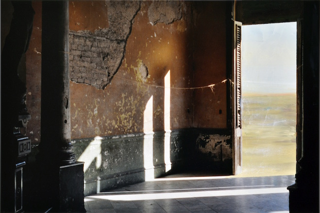 Carrelage, 1999 (2018) 写真に油彩 24 x 36 cm ©Antoni Taulé