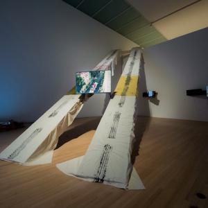 加藤 翼『Pass Between Magnetic Tea Party』2015 Courtesy of Toyota Municipal Museum of Art and MUJIN-TO Production