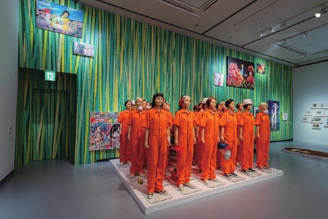 展示風景より、groovisionsの作品(中央)。Photo: Ikki Ogata