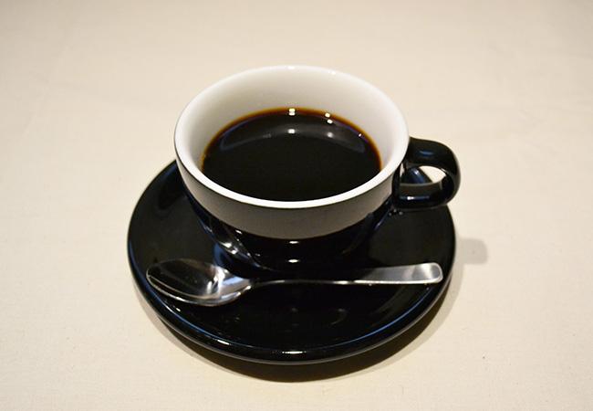 ネルドリップコーヒー(HOT/ICED) ¥600 豆:スリーペンギンロースター B.G.M.オリジナルブレンド