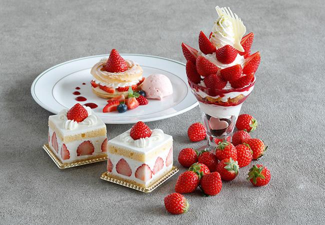 写真手前右から/いちごパフェ ¥1600、あまおうのショートケーキ ¥900、いちごのパリブレスト ¥1300(税・サービス料別)