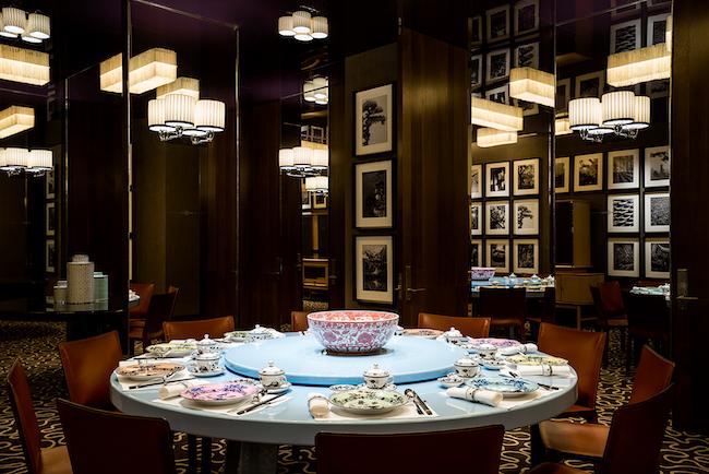 会場となったメインダイニング「サマーパビリオン」の個室は、重厚感のあるヨーロピアン・オリエンタルなスタイリッシュ空間。