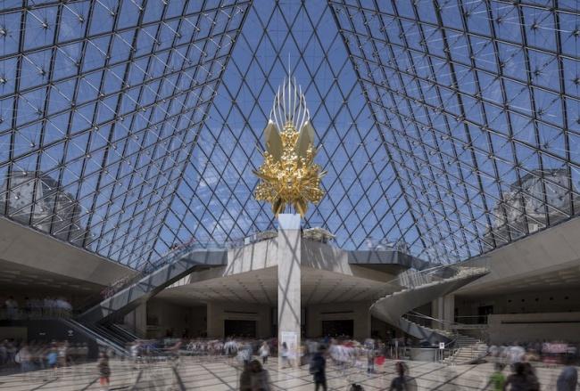 『Throne』 2018 photo: Nobutada OMOTE | SANDWICH © Pyramide du Louvre, arch. I. M. Pei, musée du Louvre