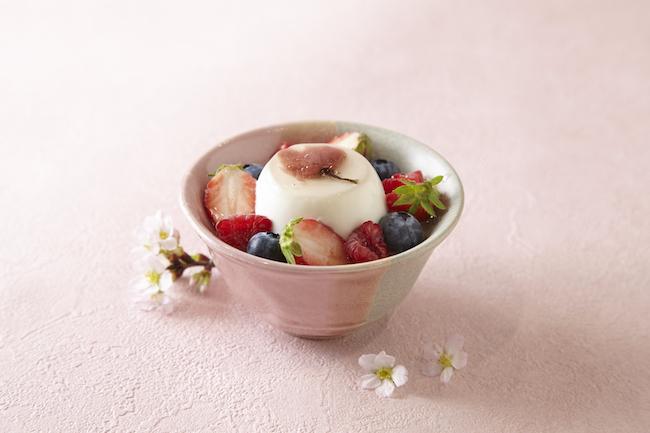 「桜とベリーのブランマンジェ」 ¥680