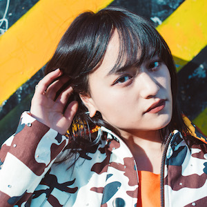 次世代アイコン、シンガーソングライターのiriの素顔に接近!