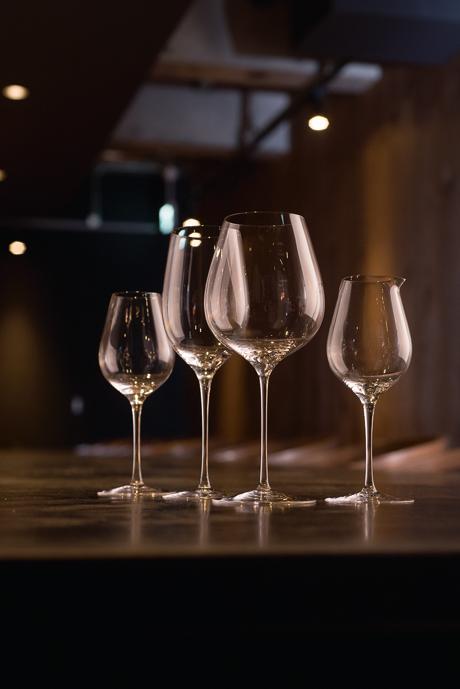 「菅原工芸硝子」の手吹きのワイングラスでペアリングの愉しみも。