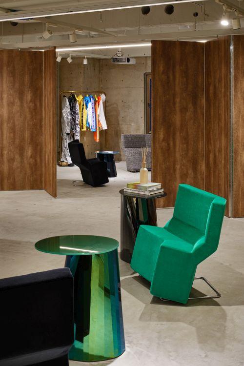 3階には、新しいリテール体験コンセプト「1976 Berlin」にインスパイアされたVIPラウンジを併設
