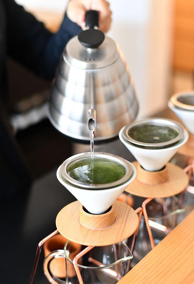 「東京茶寮」オリジナルの日本茶専用ドリッパーで、日本茶の甘味・旨味・渋味と香りを余すことなく感じられる。