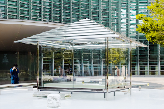 「吉岡徳仁 ガラスの茶室 – 光庵」 2019-2021年 国立新美術館 公開風景