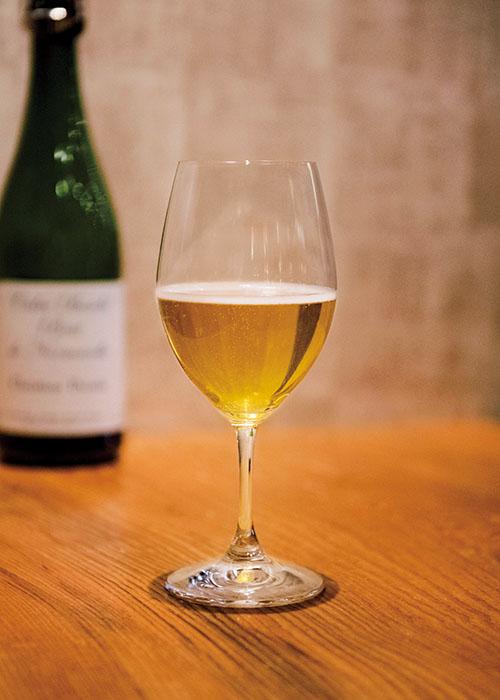 シードルはグラス¥850〜、ボトル¥4,000〜。テーブルチャージ¥500。