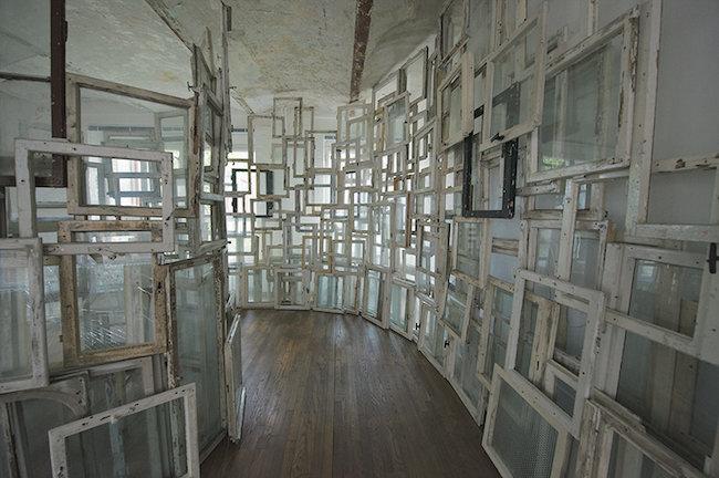 『内と外』2009年(展示風景:ホフマン・コレクション(ベルリン)2009年) 撮影:Sunhi Mang