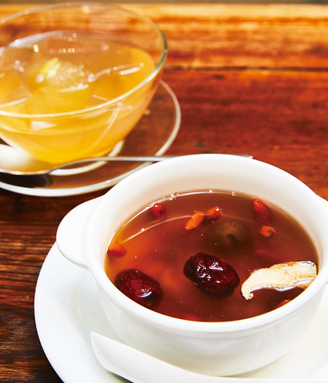 冷え性や風邪気味のときは「高麗人参のスープ」(¥900)を。レモンシロップをかけた「愛玉子」(¥500)は腎を整えてくれるほか、食物繊維が豊富でお腹もすっきり。