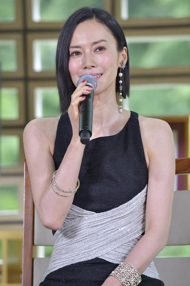 映画祭のラインナップ発表記者会見では、流暢なフランス語でスピーチを披露。