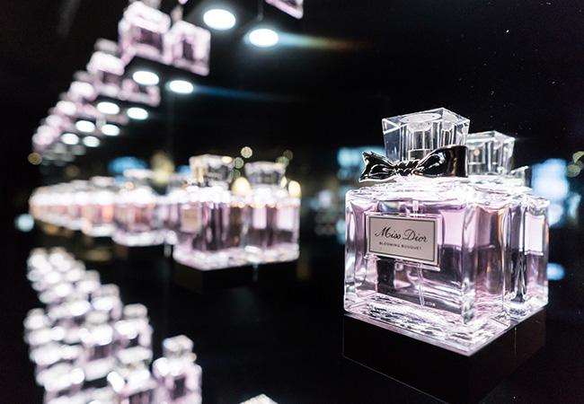 "online store 0fc76 3bece Dior」がフレグランス""ミス ディオール""を体感する展覧会を開催 ..."