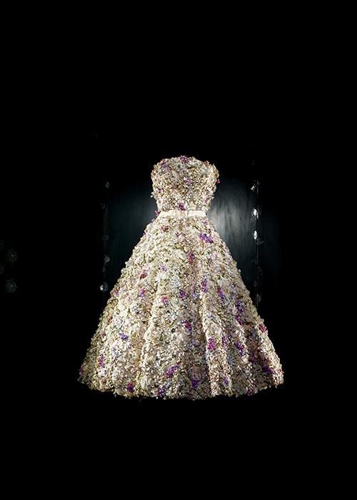 1949年 ミス ディオール ドレス ©LAZIZ HAMANI