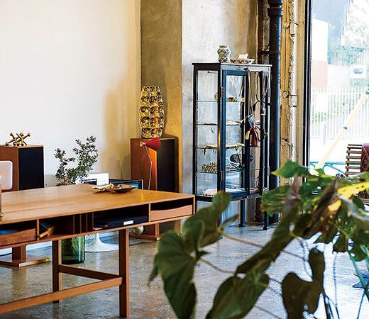 什器やオーディオまで、すべて手持ちの家具だけで構成。