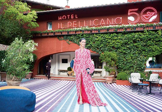 ホテル誕生50周年を祝うイベントにて。エレガントなドレスに身を包んだマリー=ルイーズがホステスを務め、デザイン界やファッション界から豪華なゲストたちが集結した。