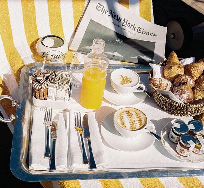 朝の日差しのなかで楽しむイタリアンブレックファーストは格別。