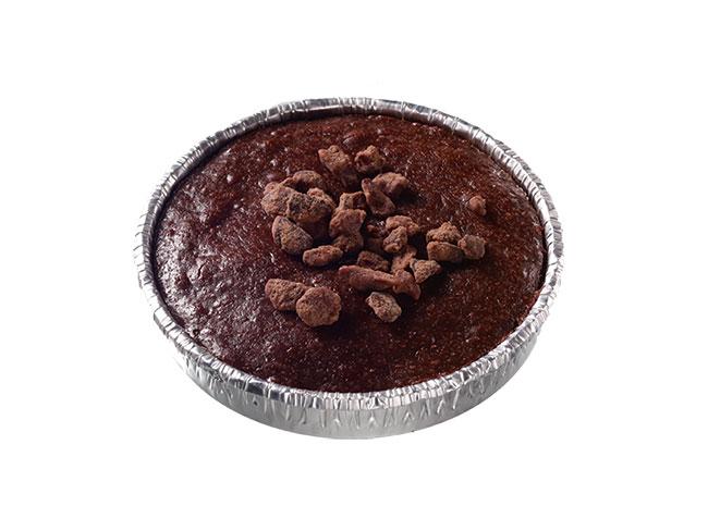 焼きたてガトーショコラ ロンド¥297。店内のオーブンで焼き上げた出来たてを提供。ふわふわムースのような口どけが味わえるカップタイプ。