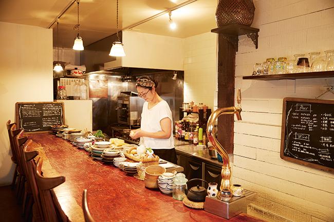 日本や世界各地の器のコレクションも楽しい。