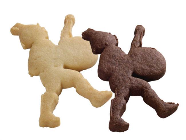 ラ・フェットボーイクッキー プレーン/ココア各¥140。祝福の音色を奏でる鼓笛隊の少年「ラ・フェットボーイ」をかたどったクッキー。発酵バターの香りが程よいプレーンとヴァローナココア味の2種。