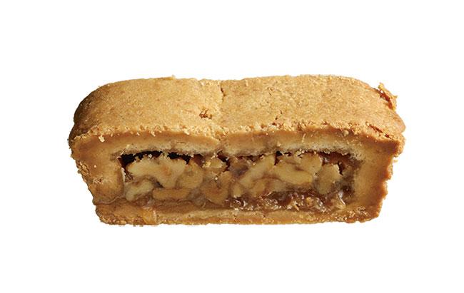 「エンガディーナ」¥350。スイスの伝統菓子「エンガディーナ」に忍ばせた、削りたてのカルダモンの香りも新しい。