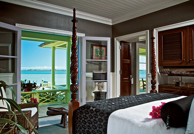 カッパーフィールドが世界各地で集めたお宝を飾ったアイランドスタイルの客室。5棟のゲストハウスがあり、計12ベッドルーム。