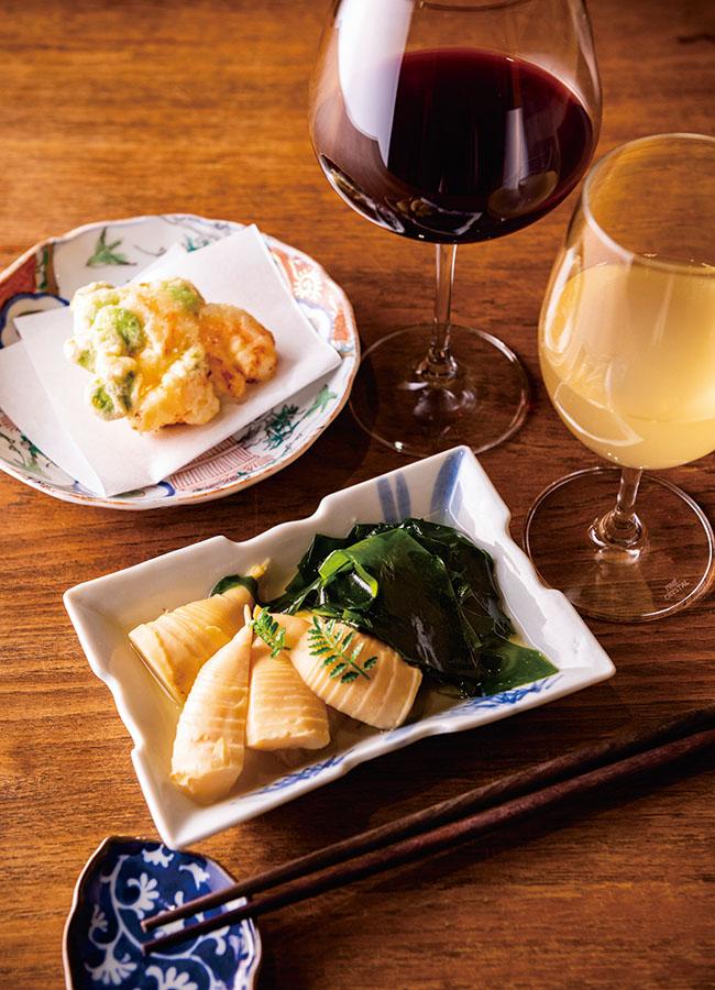 そら豆と海老のかき揚げ(¥700)には、クリスチャン・デュクリュー「プロローグ」の赤を合わせて。若竹煮(¥1,000)には、塩味のようなミネラルとフレッシュさを感じるシャスラ100%の白ワイン、スイス・ヴァレー地方のシェルッシュ「アインヤント2017」を。