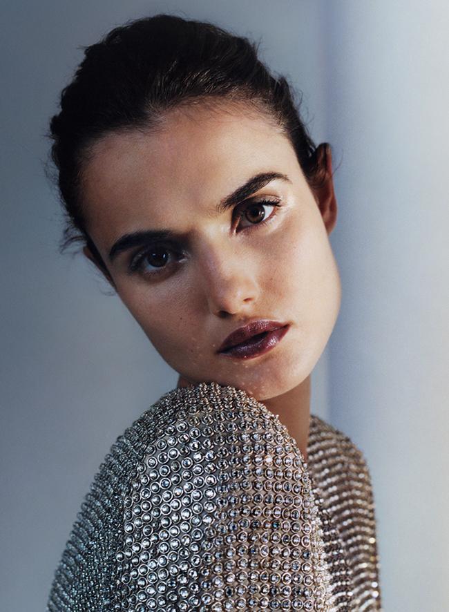 モデル ブランカ・パディーヤを起用し、レタッチなしで挑んだ化粧品の広告キャンペーン。人工的でない、人間らしいありのままの美しさを感じさせる。Photo : Zoe Ghertner