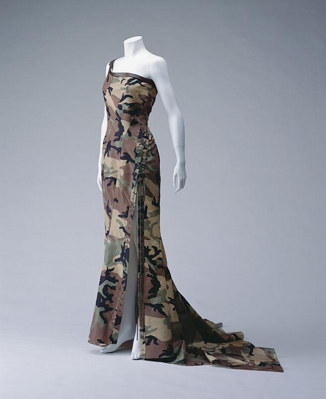 Christian Dior(ジョン・ガリアーノ)2001年春夏 京都服飾文化研究財団所蔵 Photo: 畠山崇