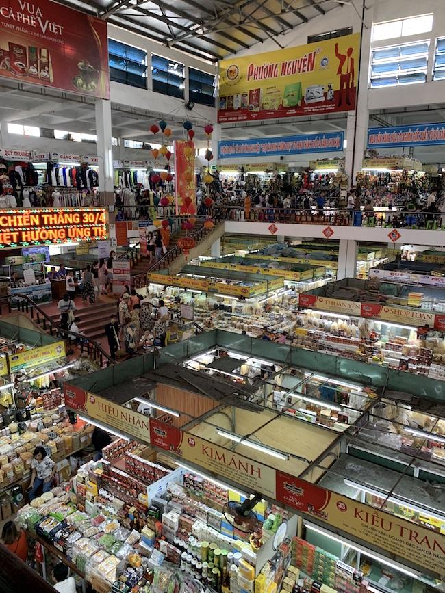 生鮮食品、スパイス、雑貨、衣類までなんでもありのハン市場。