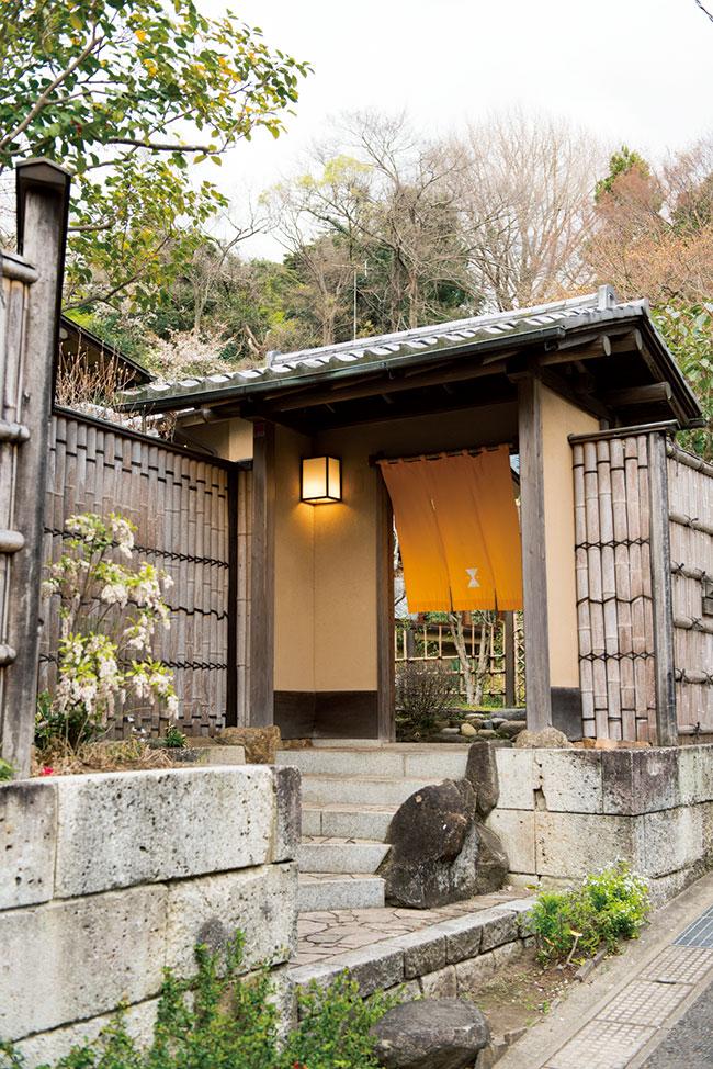 店はもともと、フランス外交官が住んでいたという純日本建築の邸宅。