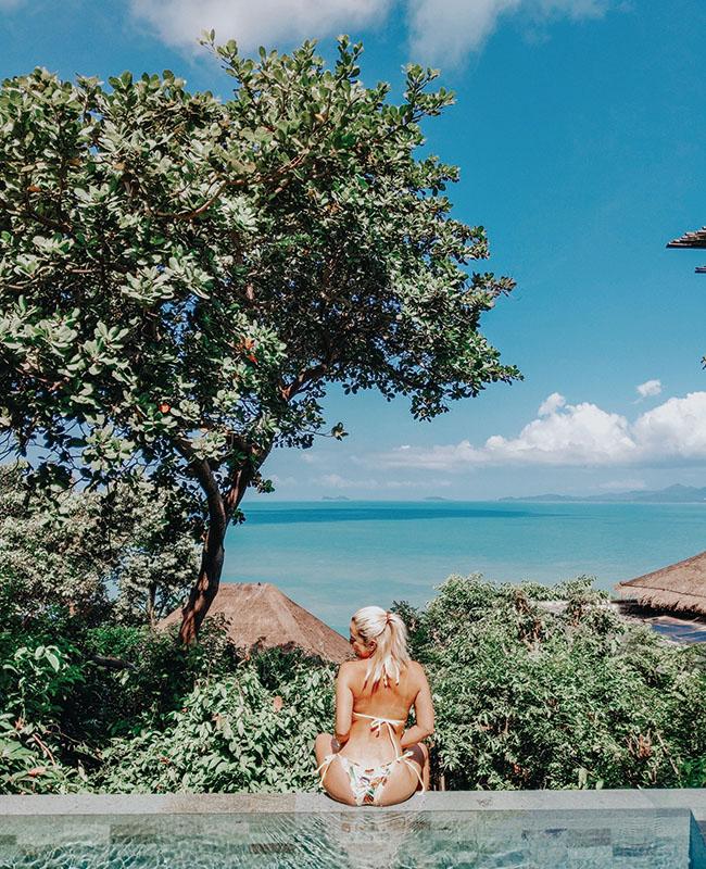 サムイ島の海が見渡せるプールから。