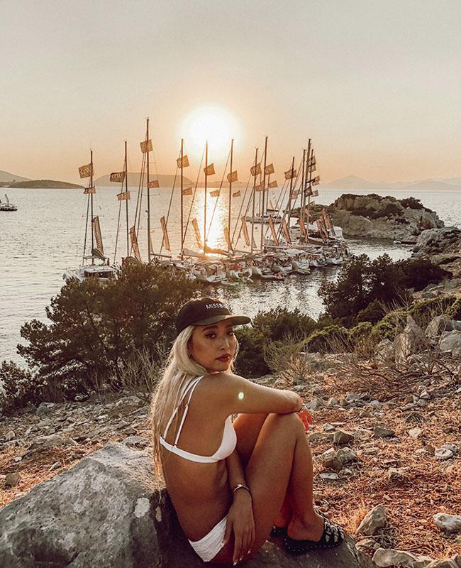 ヨットウィークにてヨットと夕日をバックに。