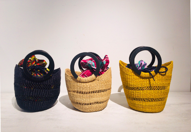 CLOUDY WING BASKET(巾着付き)¥15,800、<br /> TUBE BASKET(巾着付き)¥13,500