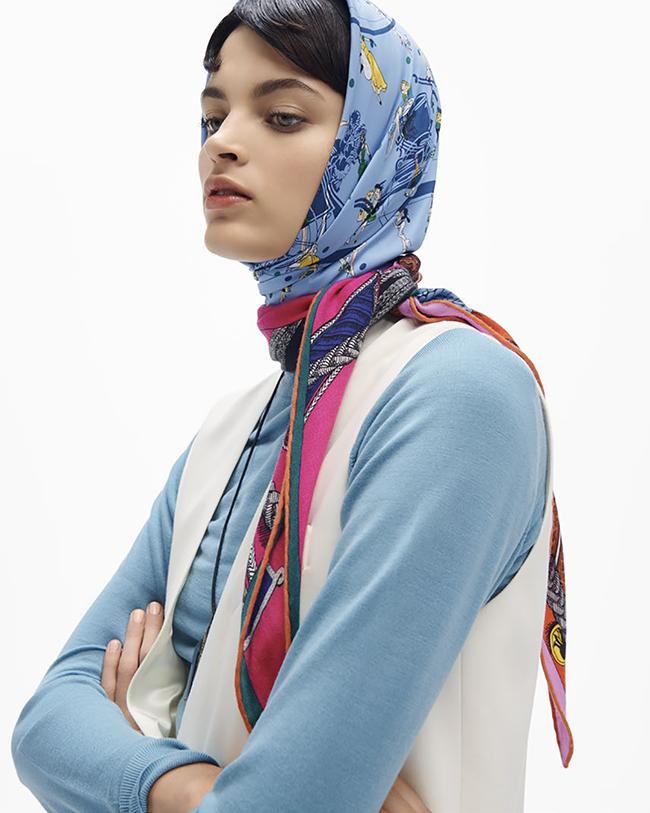 スカーフ ¥40,000 ペンダント¥61,000/ともにHermès(エルメスジャポン)