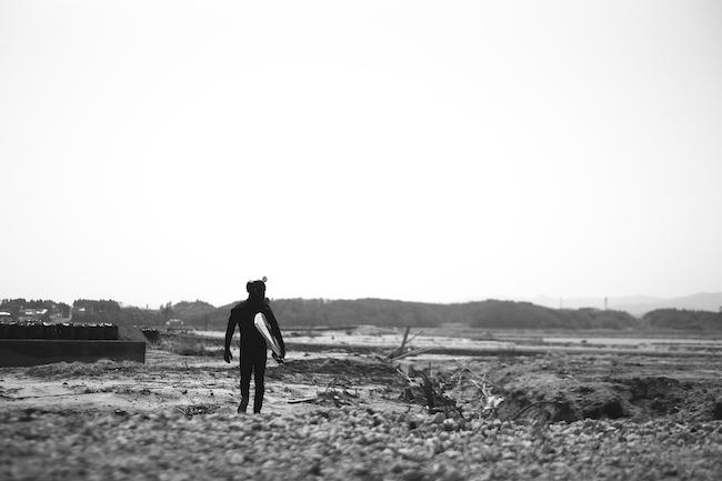 『福島第一原子力発電所の横の海にて』(2012年) photo:志津野雷