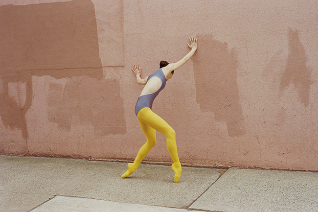 欧米のバレエ団を経て、現在はニューヨークで活動するフリーダンサー小栗麻由の姿を写したシリーズ『Mayu』より。©Sayuri Ichida