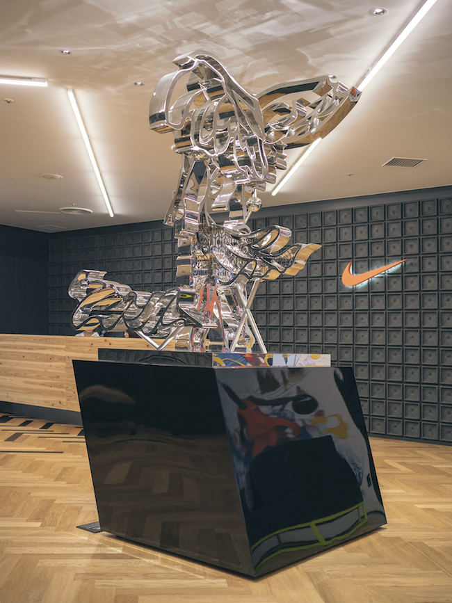 ナイキジャパンのオフィスに設置された彫刻作品。© Tomokazu Matsuyama