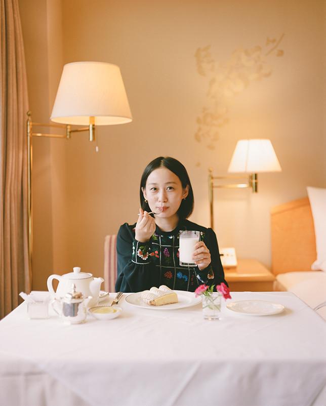 ホテルオークラ東京が9/12に新ホテルとして開業。今回リニューアル前に平野さんが別館のルームサービスでオーダーしたレモンパイは、引き続きデリカテッセンで楽しめる。 The Okura Tokyo「シェフズガーデン」 東京都港区虎ノ門2-10-4 オークラ プレステージタワー5F Tel/03-3505-6072 営業時間/6:30〜22:00 ケーキ販売/11:00〜 レモンパイ 1カット¥520 ホール¥4,000